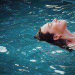 Zanurzenie głowy w wodzie